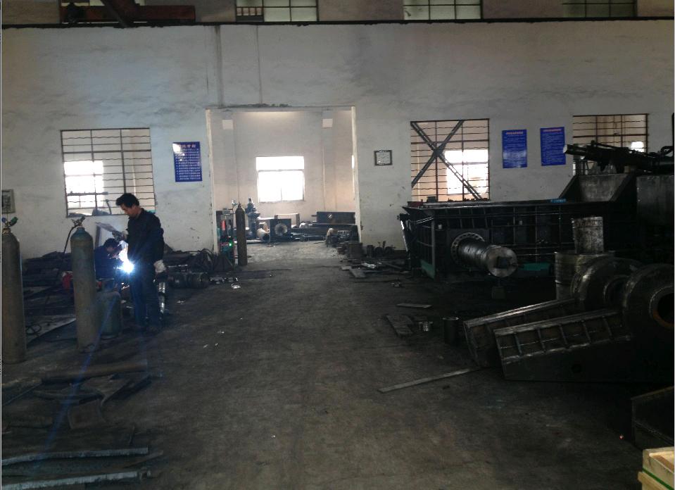 江阴市广厦液压机械有限公司是液压机械的专业生产厂家,具有雄厚的技术力量,精良的机械设备和先进的生产工艺。生产产品有:易拉罐破碎机、自行车破碎机、废钢破碎机、液压废金属加工设备系列、屑并机、打包机、剪切机、液压金属打包机系列、等近五十个品种产品,畅销全国(包括台湾省)及加拿大、德国、俄罗斯、印度、印度尼西亚、马来西亚、南非、乌克兰、伊朗、巴基斯坦、哈萨克斯坦等二十多个国家。   本公司善长独立设计,生产各种非标液压机械。经过长期专业性的深入研究,本公司研制出了破碎机系列。破碎机使废金属资源的有效回收利