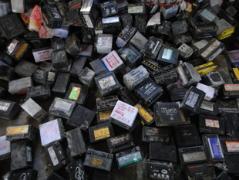 废电池。废汽车电池
