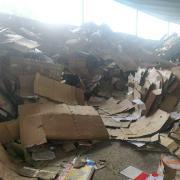 急售300吨纸板。