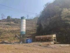 供應:云南鎮雄出售一個100噸水泥罐