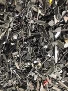 供應:【供應】斷橋鋁破碎完的塑料條,帶鋁,尼龍占百分之六十,現貨60噸,天津靜海自提